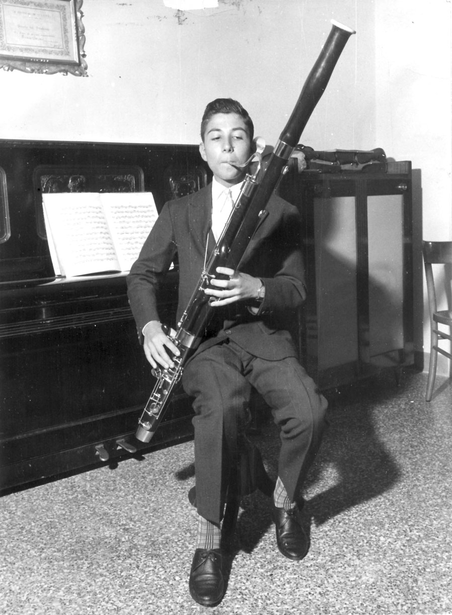 Ovidio Danzi di Danzi Reeds quando era giovane , maestro nella costruzione di ance, canne e tubi per fagotto, oboe e clarinetto - Ovidio Danzi from Danzi Reeds when he was young, master of building canes, reeds and tubes for bassoon, oboe and clarinet